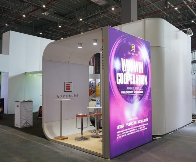 4 * 5彩色展台设计,便携式贸易展展示架铝博览